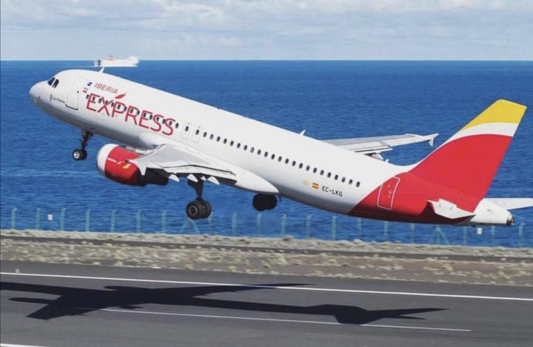 Iberia Express aumentará de dos a cuatro el número de vuelos nocturnos semanales entre Lanzarote y Madrid durante el próximo invierno