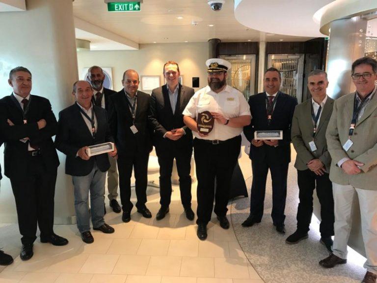 El crucero ecológico 'AidaNova' recibe la bienvenida de Lanzarote en su primera visita al Puerto de Arrecife