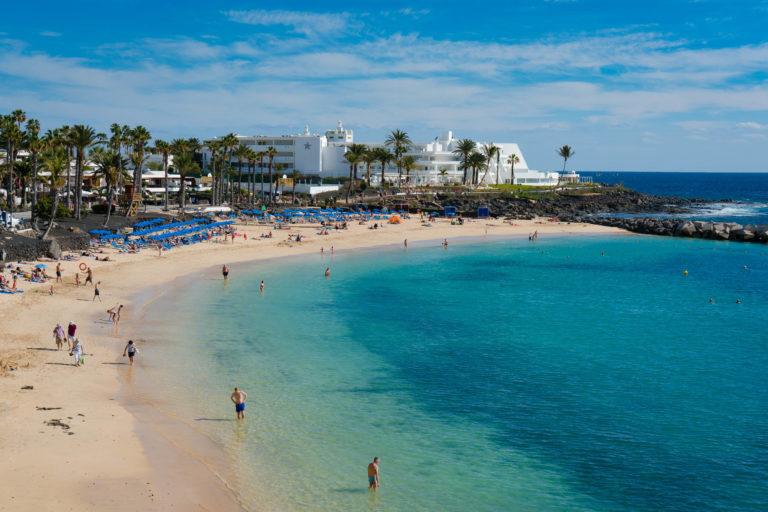 Lanzarote activa un procedimiento de actuación ante la posible detección de casos sospechosos de Covid-19 en el Aeropuerto y en los establecimientos alojativos