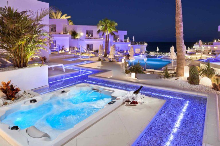 """El presidente del Cabildo de Lanzarote felicita a Lani's Suites de Luxe, tras ser elegido el """"Hotel más romántico del mundo"""" por los usuarios de TripAdvisor"""