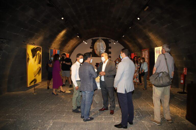 El consejero de Promoción Turística, Ángel Vázquez, da la bienvenida a la delegación de la OMT que validará a Lanzarote como destino seguro